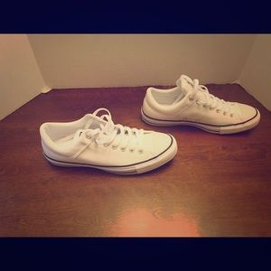 Men's White Leather Converse Size 9 Low Tops